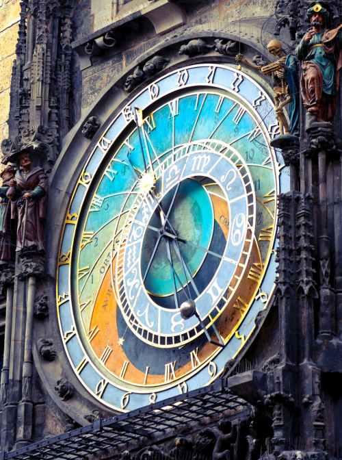 round analog clock